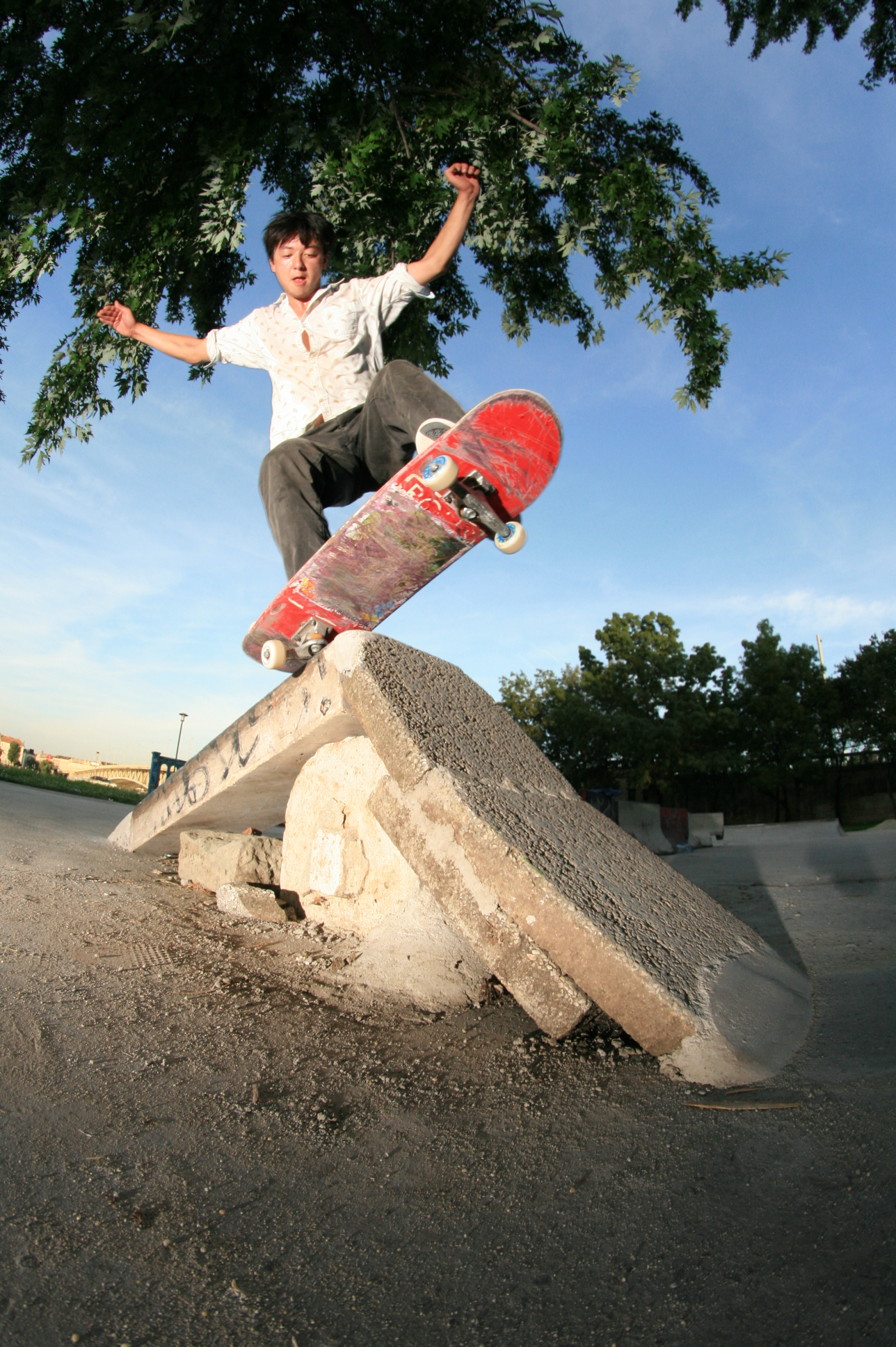 12f4868356b4 magenta-rios-skate-skateboards-skateboard-interview-fs-rock-